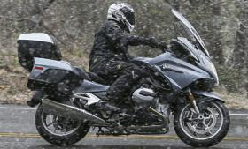 Niet gewend om in koude (natte) omstandigheden te rijden met de motorfiets?